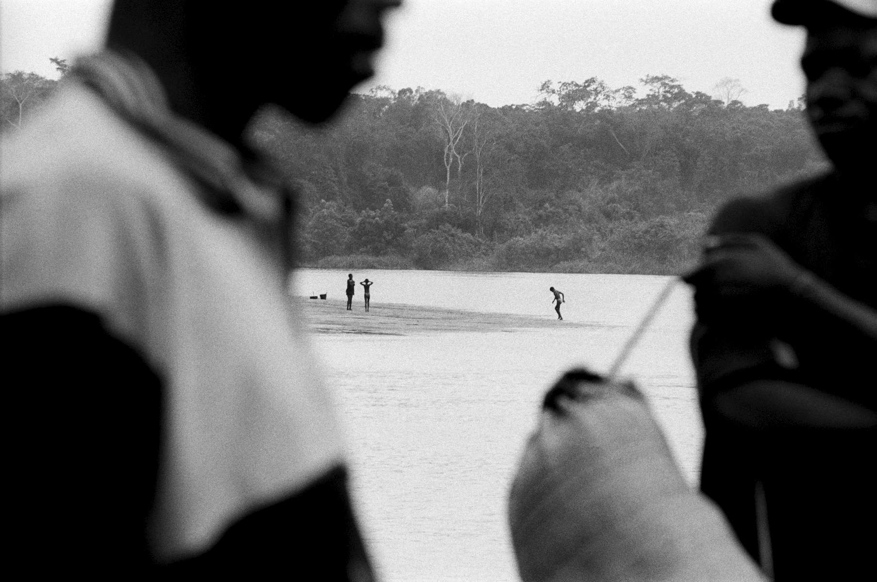 Tshuapa River play, DRCongo 2002