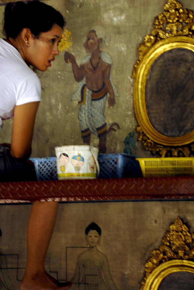 Wat Pho restoration worker, Bangkok, Thailand 2008