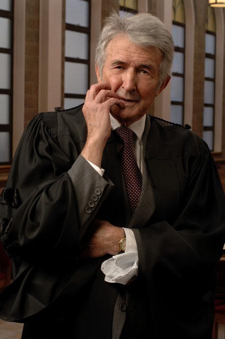 Dr. R. Maurice  Boyd
