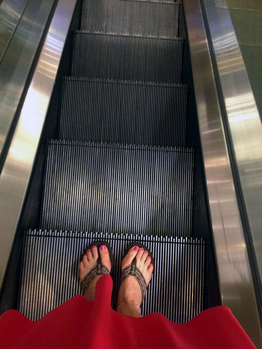escaltor_feet1