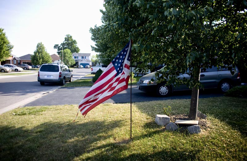 Residents of Caledonia fly American flags on their lawns to express their dissatisfaction with the Canadian government's response to the occupation.