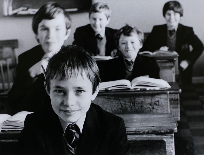School kids are photographed by their 'teacher' in CBC Monkstown in 1986. (Photo by Denis Doyle)