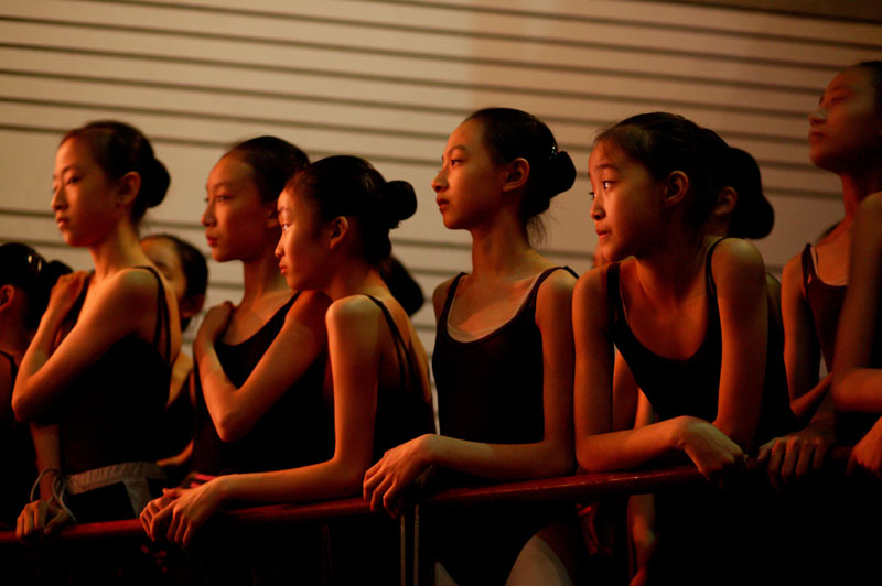 students of the Central Academy of Dance watch rehearsals of the renowned Teatro alla Scala Ballet in Beijing, November 8, 2006, China
