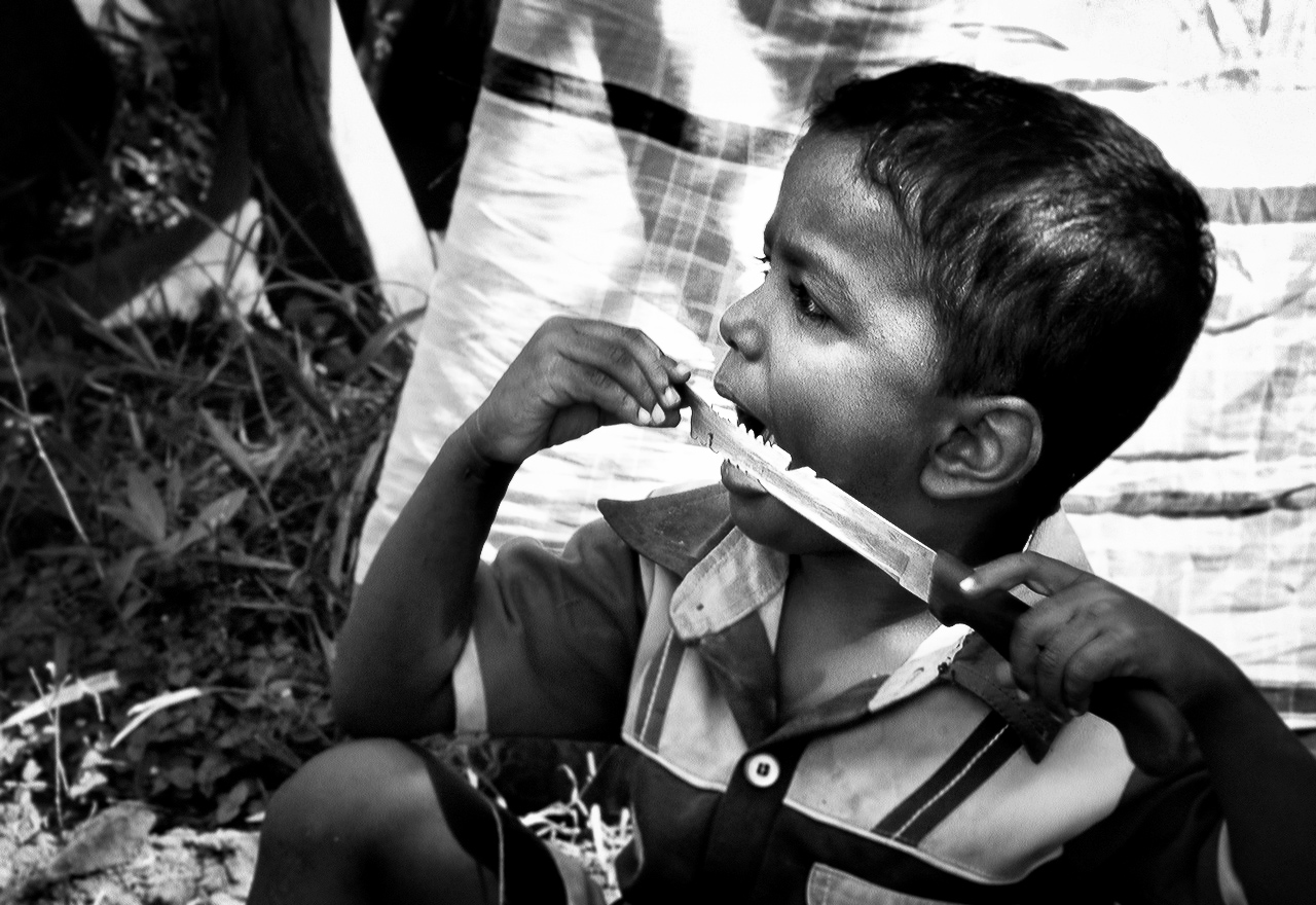 Kilivetti, TrincomaleeJ.B. an Internally displaced from Smapur passes kitchen knife through his tongue. His parents said that shelling of Sampur and subsequent displacement caused him to be traumatized.