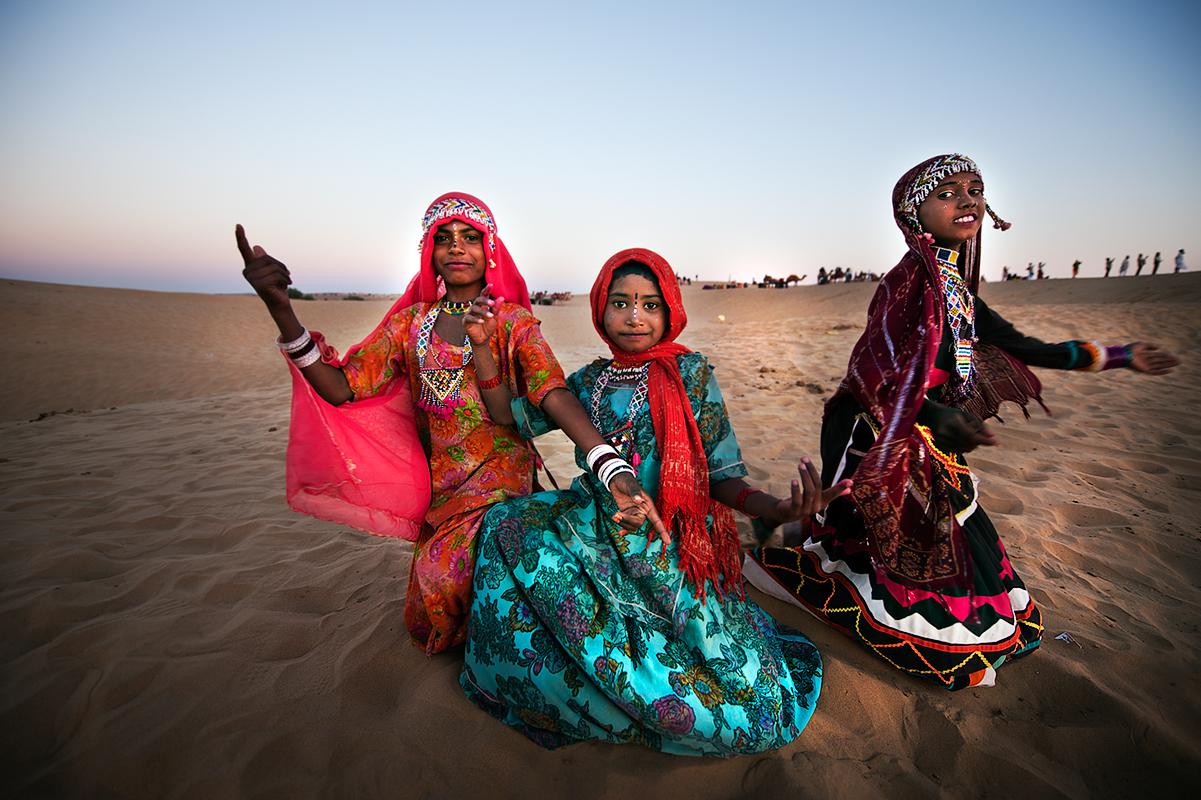 Gypsy girls at Thar desert near Jaisalmer.