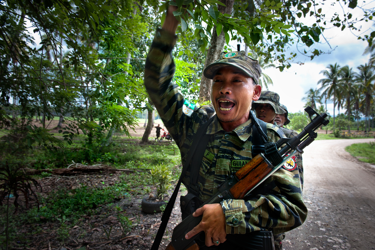 MILF rebel shout {quote}god is great{quote} upon return from the training in their camp in Sharif Aguak, Mindanao, Philippnes. Bangsamoro rebels are fighting for independent state from Philippines.