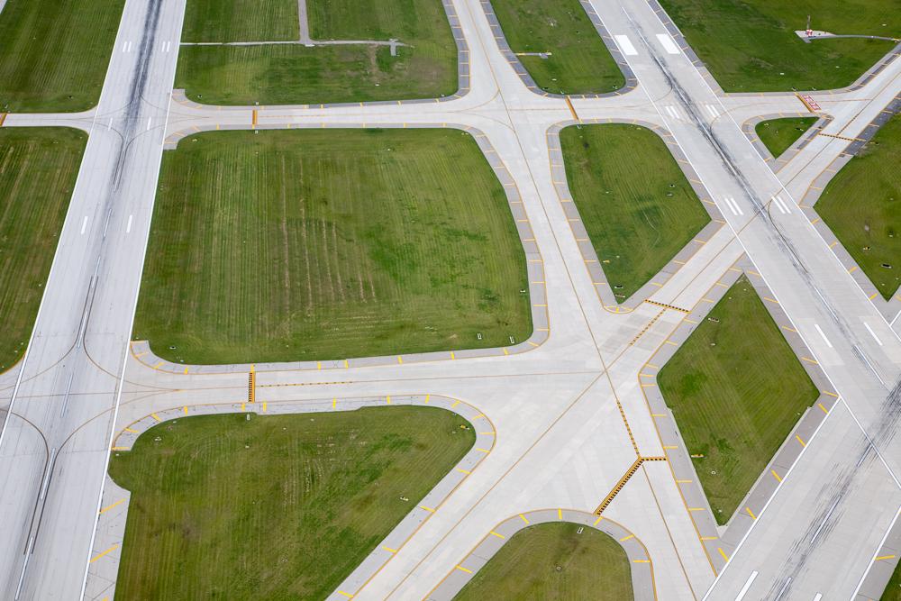 Runway, Omaha, Nebraska 2008 (080620-0284)