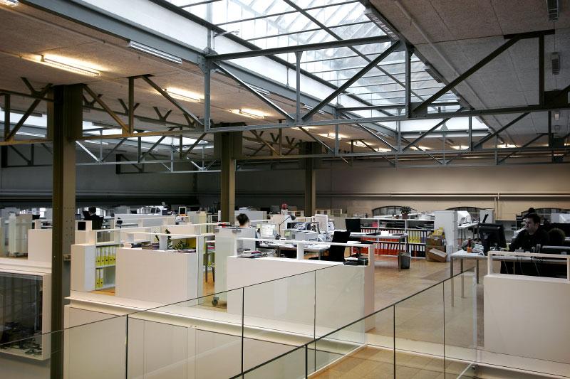 (ris-chabloz 2003-2005)Projet:Halle F - Transformation d'un immeuble industrielGenève - SuisseSurface:1'620 m2Chef de projet:Bernd HardenMandat:Projet et réalisationCollaboration:Devanthery - Lamuniere architects - CHPhilippe Meyer architects - CH