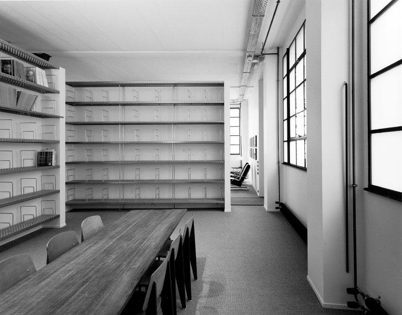 (ris-chabloz 2001-2002)Projet:Galerie d'art - consultant en art et surface d'expositionGenève - SuisseSurface:1200 m2 Chef de projet:Antoine RisAntoine ChablozMandat:Projet global et réalisation