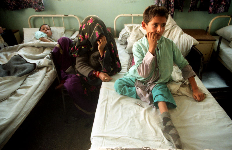 A young boy and his mother wait for doctors at the main hospital inside Kabul.©Thomas James Hurst