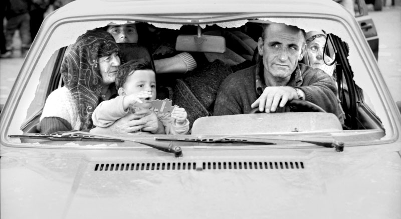 With their windshield smashed out, a family is able to cross into northern Albania and flee from ethnic cleansing happening inside Kosovo.©Thomas James Hurst