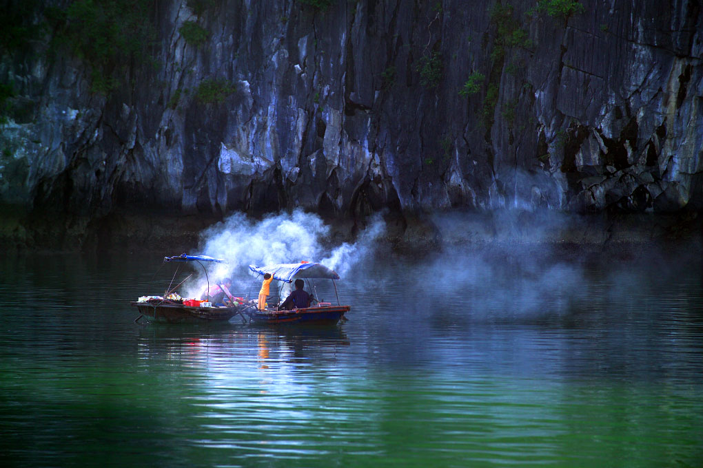boat villagers preparing lunchHa Long Bay - Gulf of Tonkin