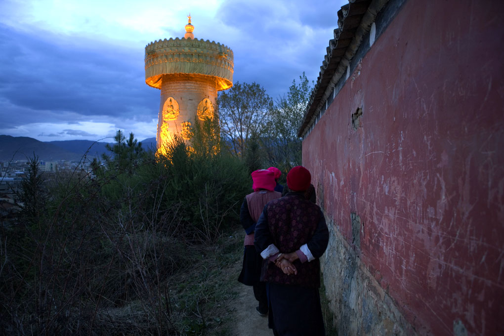 women circling Guishan Gongyuan Temple to accumulate merit and offer respectGyelthang (Shangri-la), China