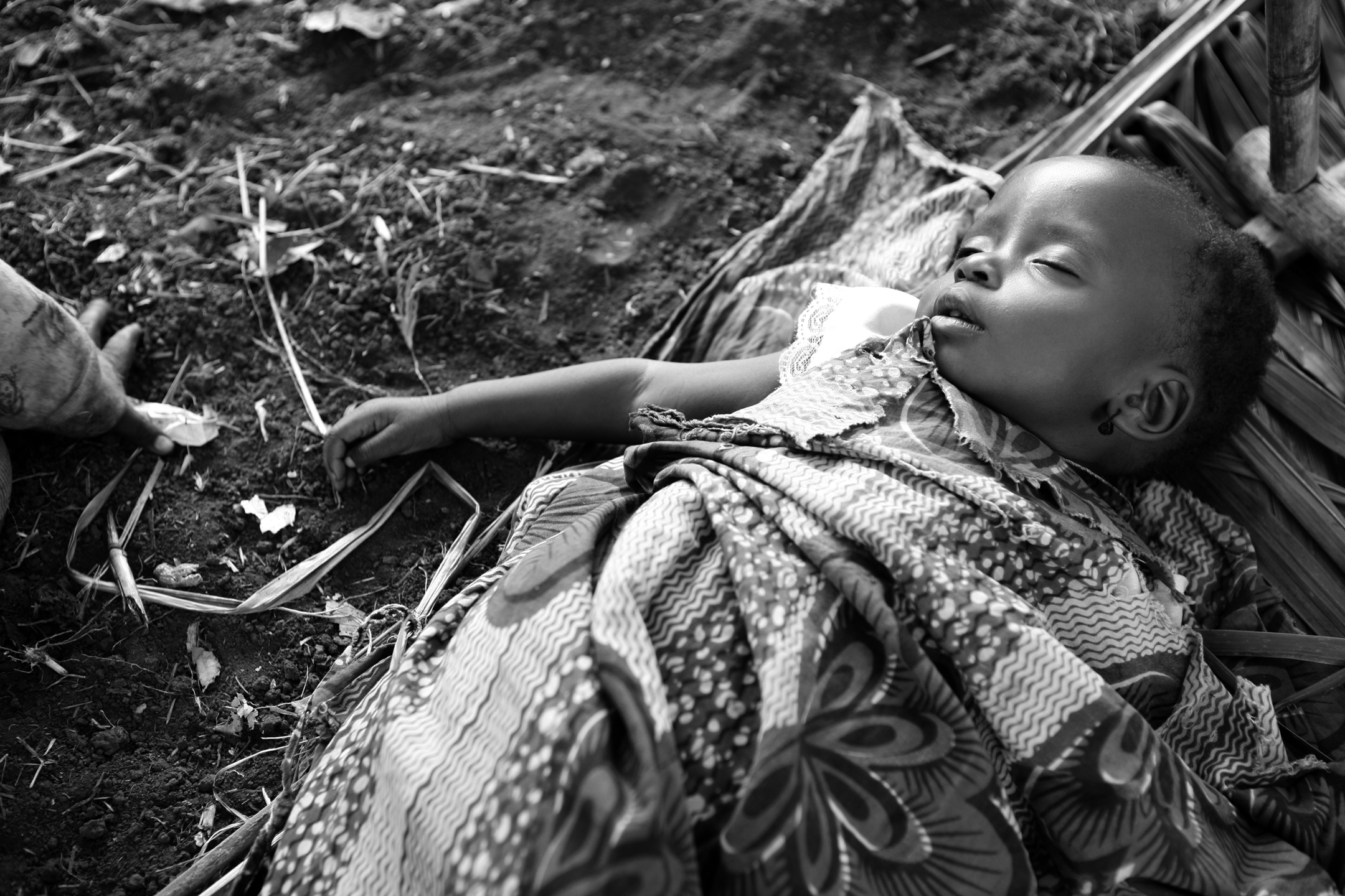 Baby Merci sleeps under a UNHCR tarp at Makpandu. Her mother Boribye fled with her two daughters from Duru, a remote village in Orientale Province, DRC that has been victim to repeated attacks since September.