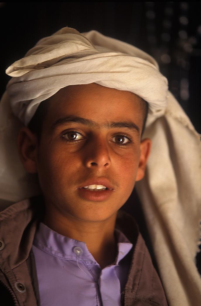 06Yemeni-boy-in-turban
