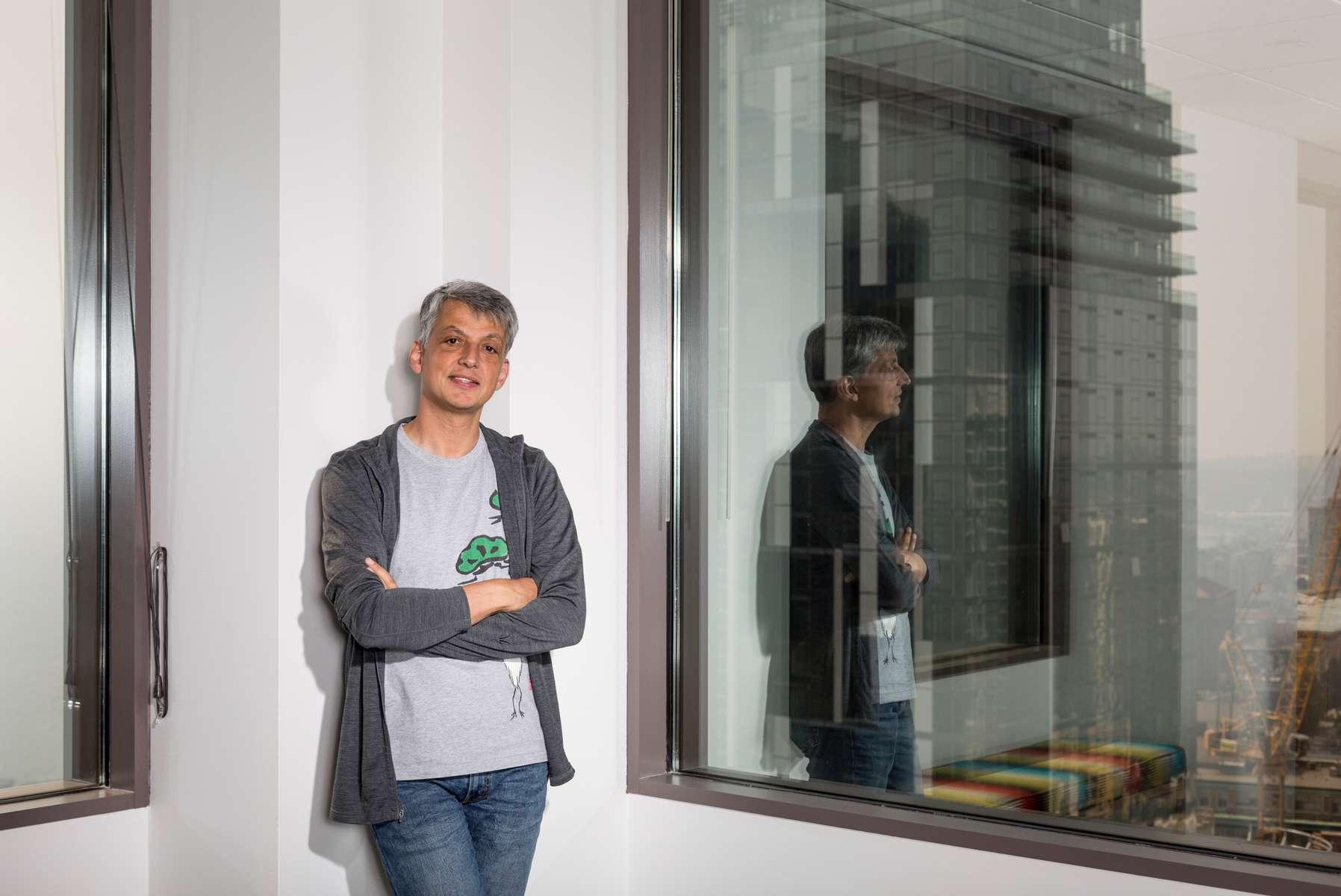 Biz_Portrait_window