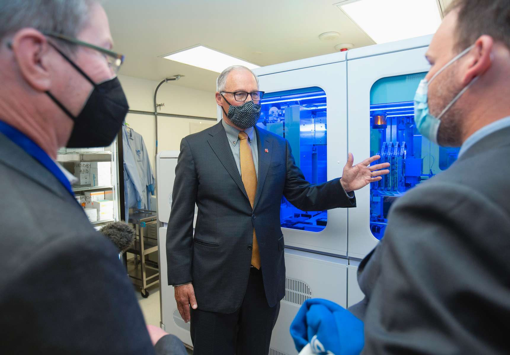 Governor Jay Inslee visits the UW Virology Lab.
