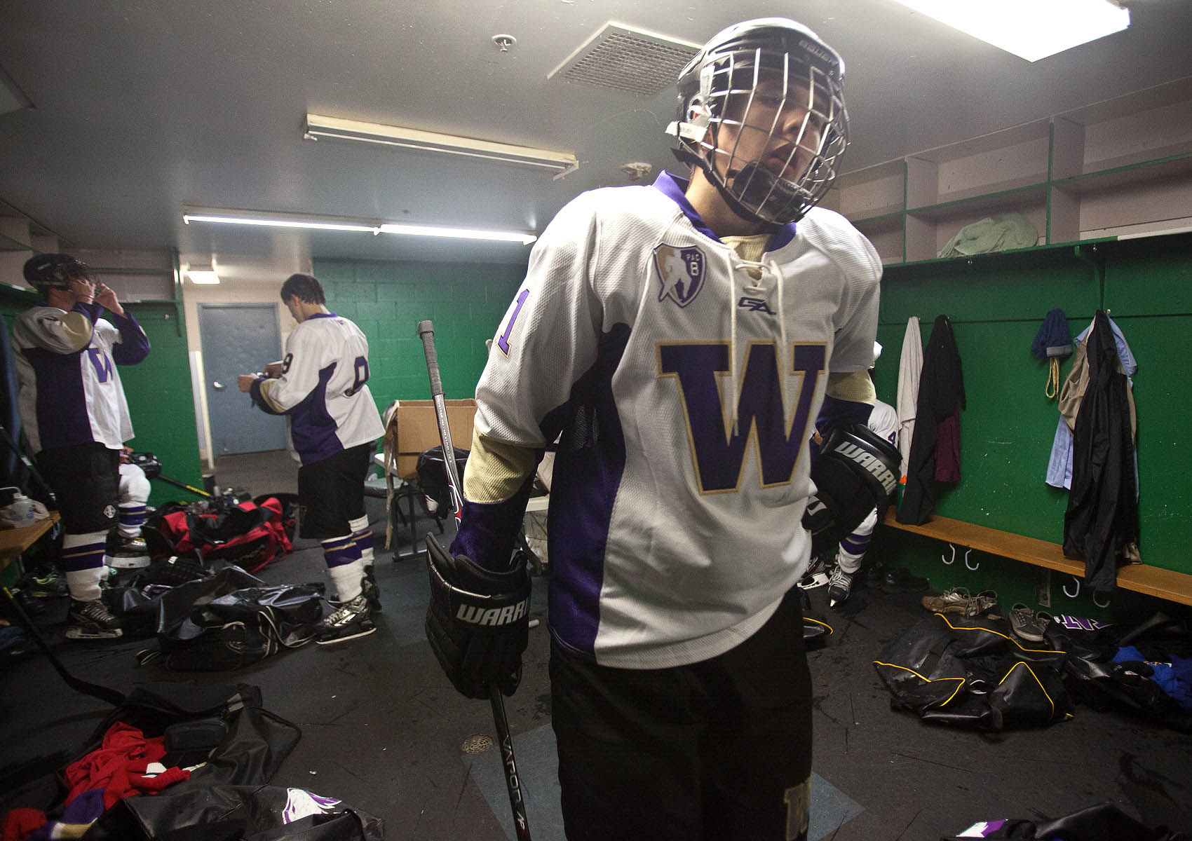 UW_Hockey_Lockeroom