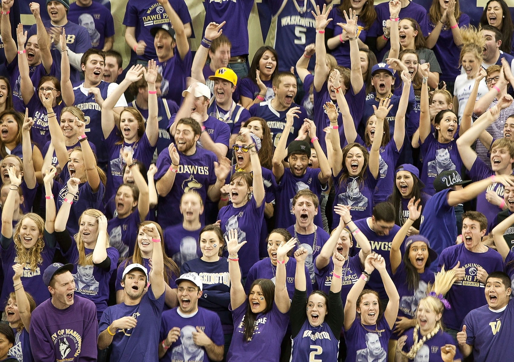 UW_Hoops_Crowd