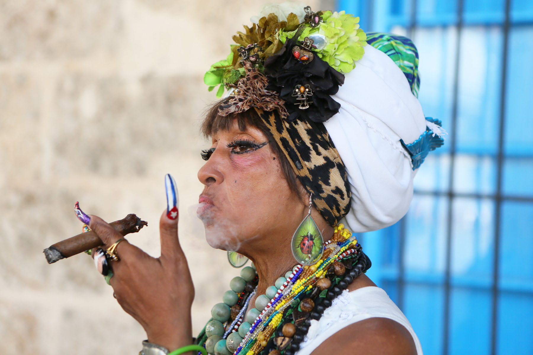 Cuban woman with cigar, Habana Vieja