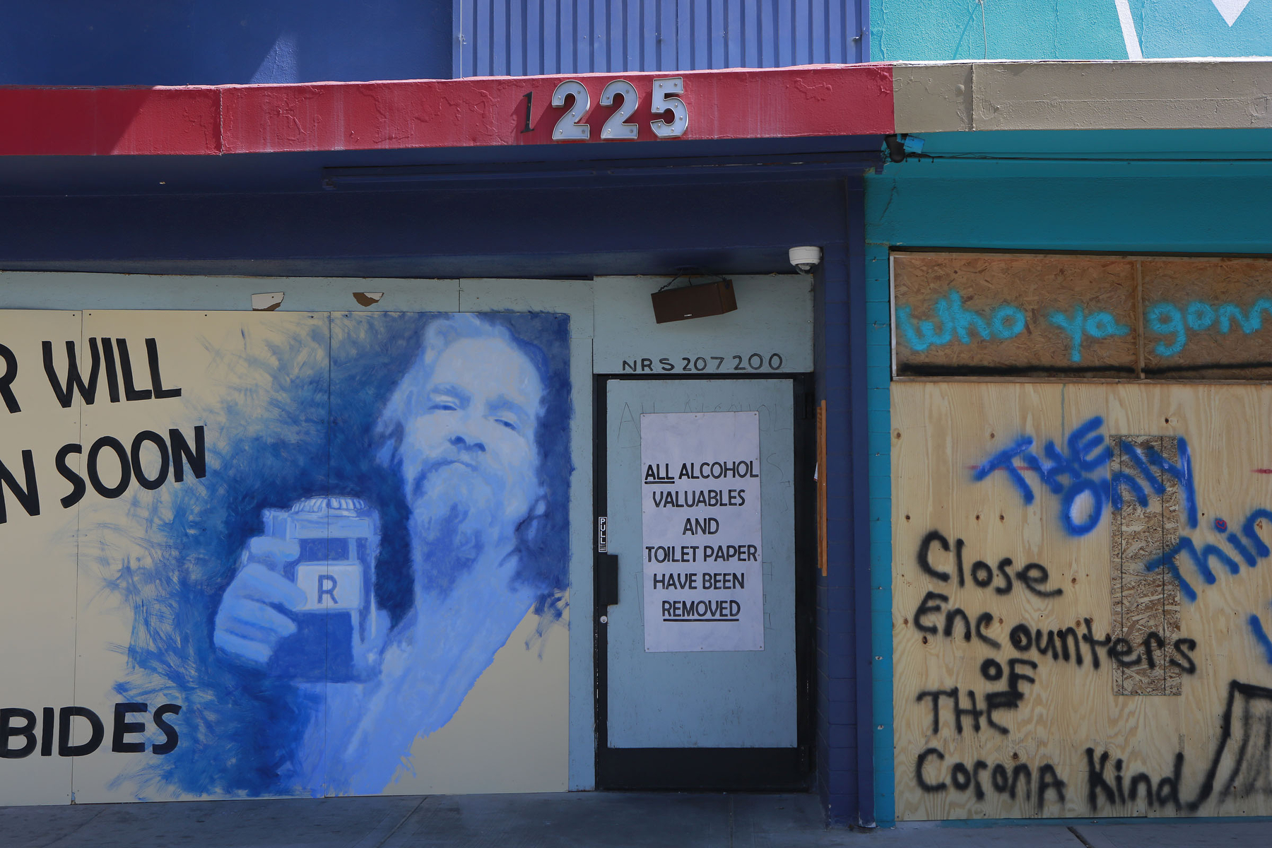 A business in Las Vegas' art district is boarded up early in the pandemic. (Personal work)
