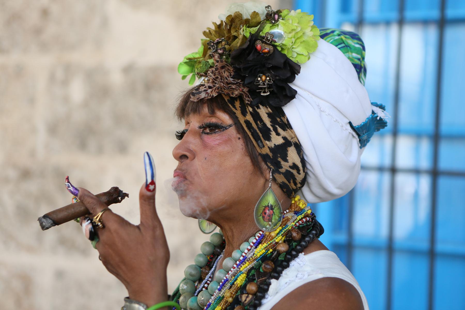 Cuban woman with cigar, Habana Vieja