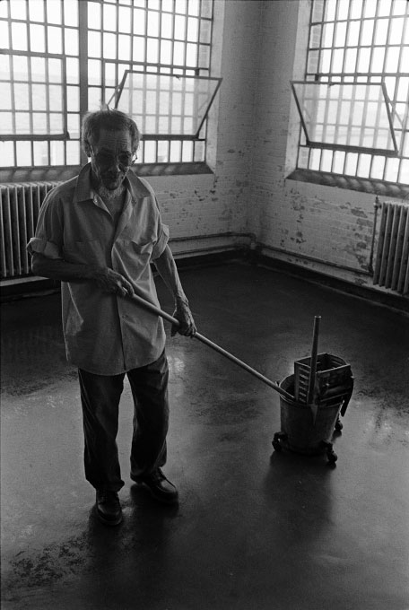1976_old_man_mopping