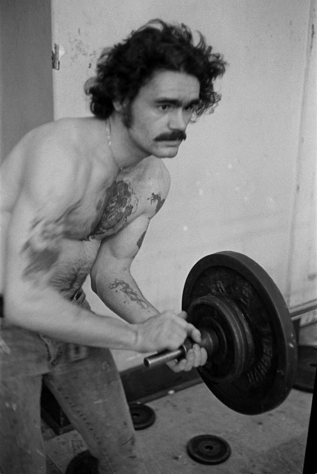 1976_tattooed_weightlifter