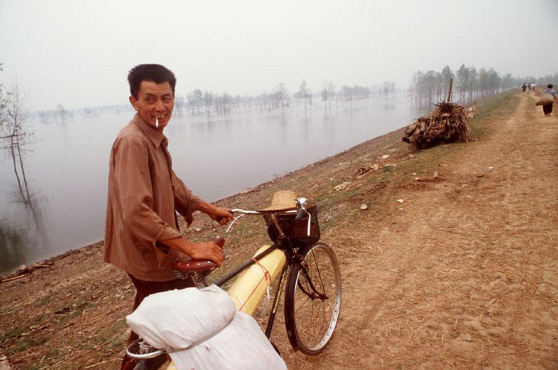 China_flood_smoker_bike
