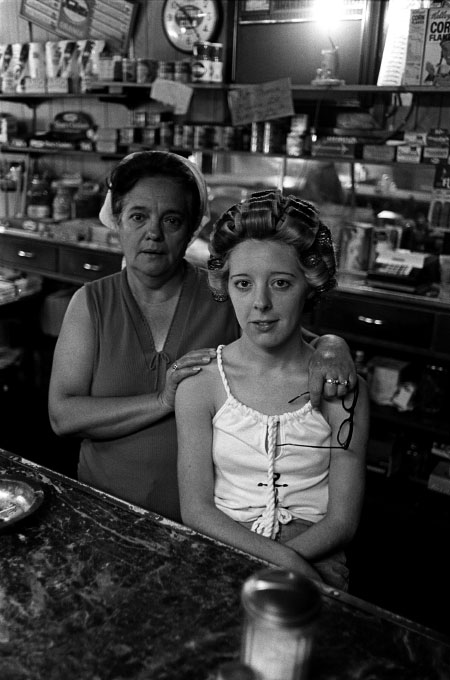 Mother and daughter, Rowe's Restaurant, Kyle, W.Va.