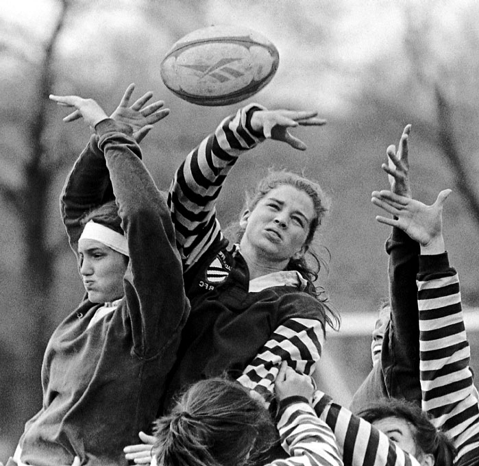 women_s_rugby_reach