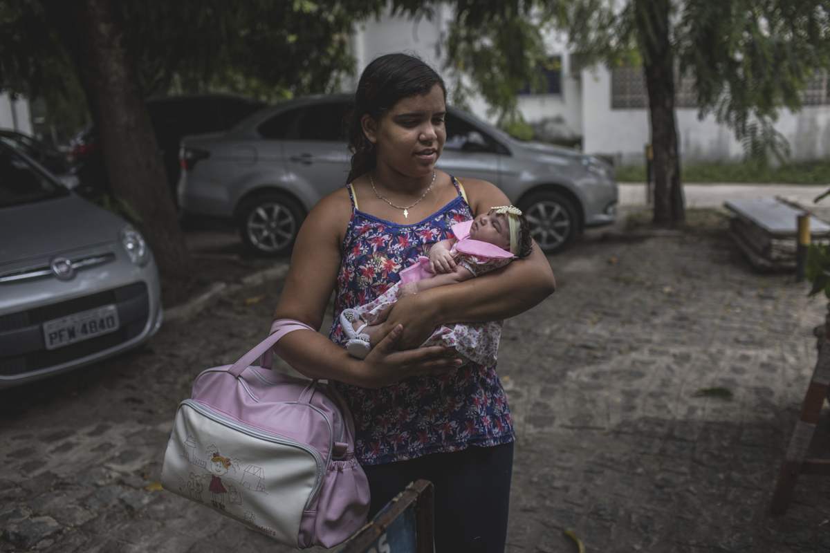 JANUARY 8, 2016 -- After spending 27 days at the University Hospital of Oswaldo Cruz, Duda has recovered and is released to go home. Cleane and Mirian rescued the newborn who was abandoned at birth by her brother and his wife at the maternity hospital.
