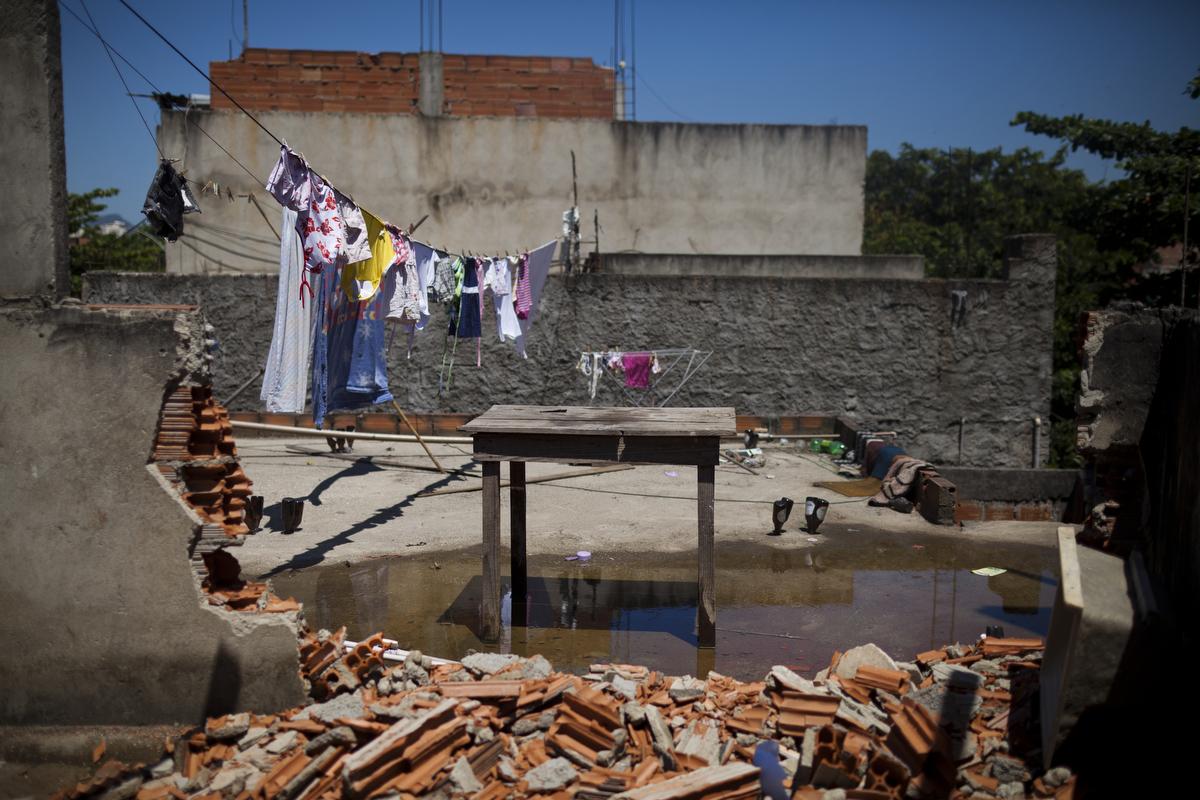 favela020_20130225evictions321