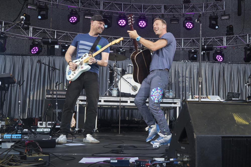 Chris Martin and Jonny Buckland of Coldplay