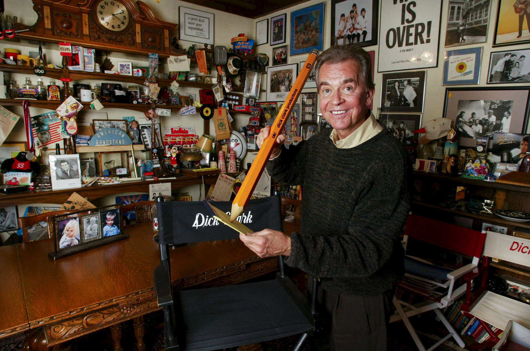 Pic © Stewart Cook 310 877 9155   12/4/02DICK CLARK AT HIS BURBANK OFFICE.