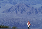 Amputee Chris Moon running 135 miles through death Valley during the Badwater Ultra Marathon