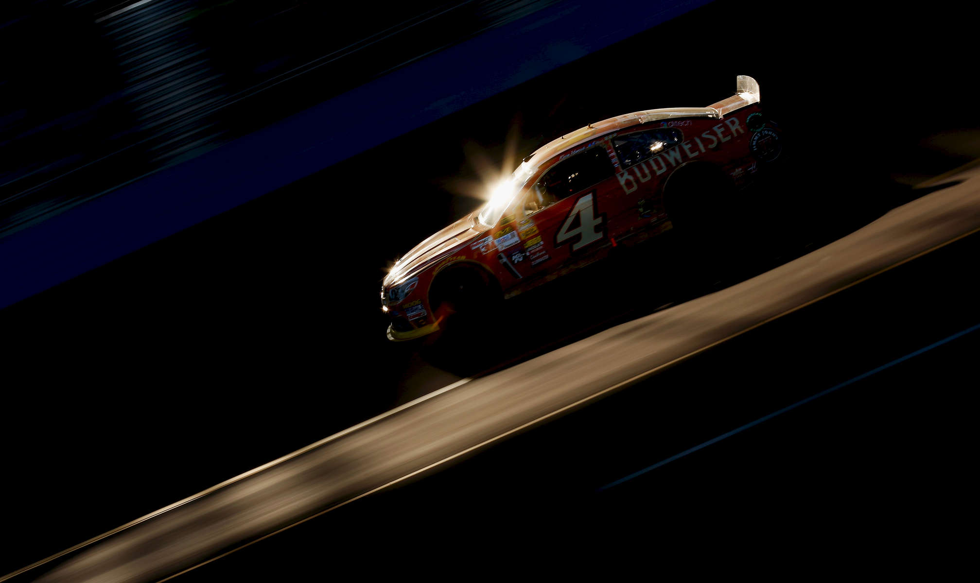 AVONDALE, AZ - NOVEMBER 09:  Kevin Harvick, driver of the #4 Budweiser Chevrolet, races during the NASCAR Sprint Cup Series Quicken Loans Race for Heroes 500 at Phoenix International Raceway on November 9, 2014 in Avondale, Arizona.  (Photo by Tom Pennington/Getty Images)