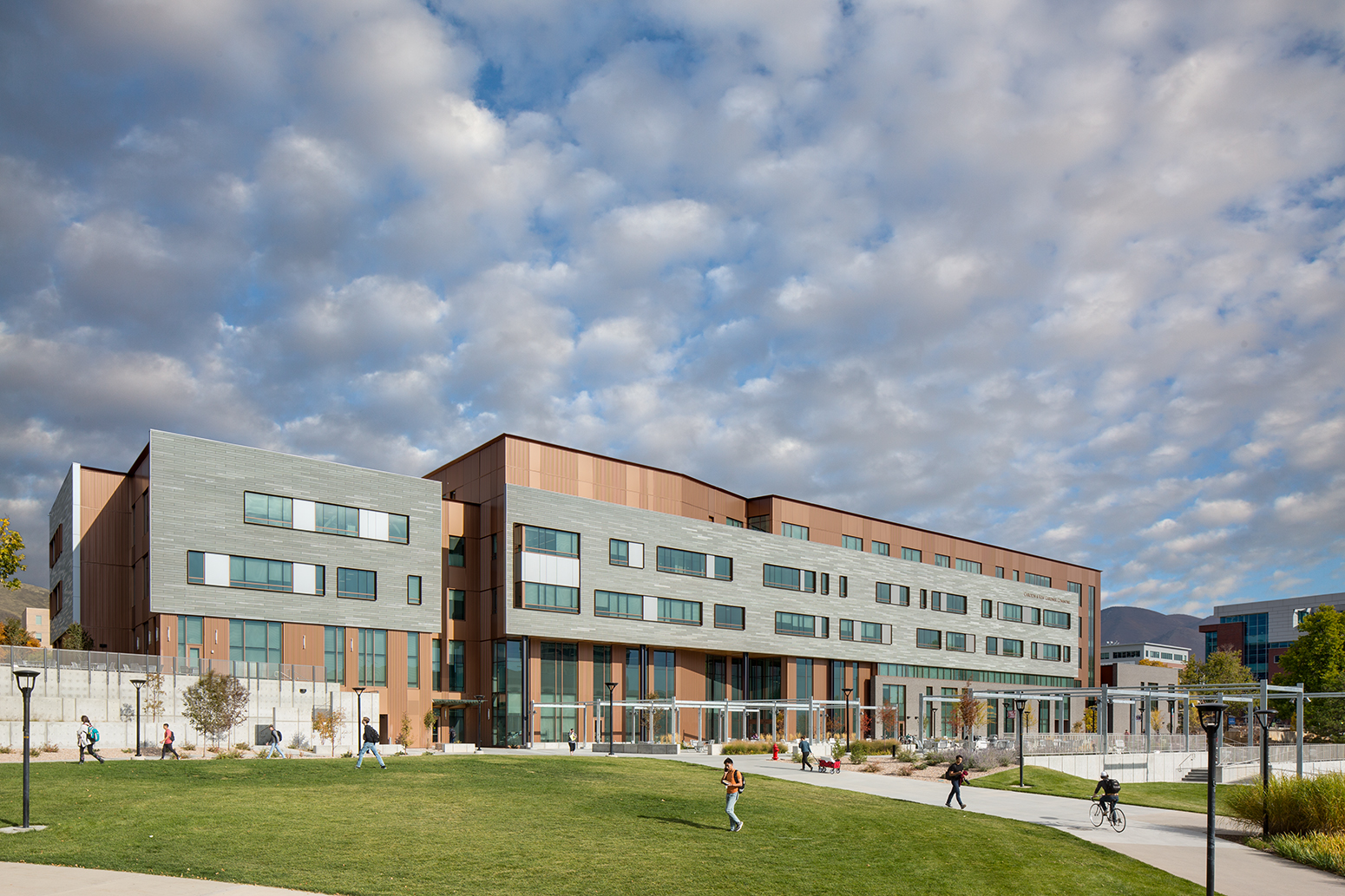 Gardner Commons, University of Utah. MHTN Architects.Architectural Photography by: Paul Richer / RICHER IMAGES