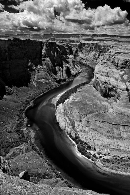 I found this composition (the left side of Horseshoe Bend) appealing as the gentle curve of the river meanders through the frame, some 700 feet below the rim of the canyon.