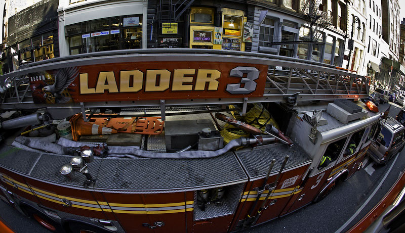 New York CityLadder 3 makes its way to Deutsche Bank at the World Trade Center complex which caught fire on August 18th, 2007.