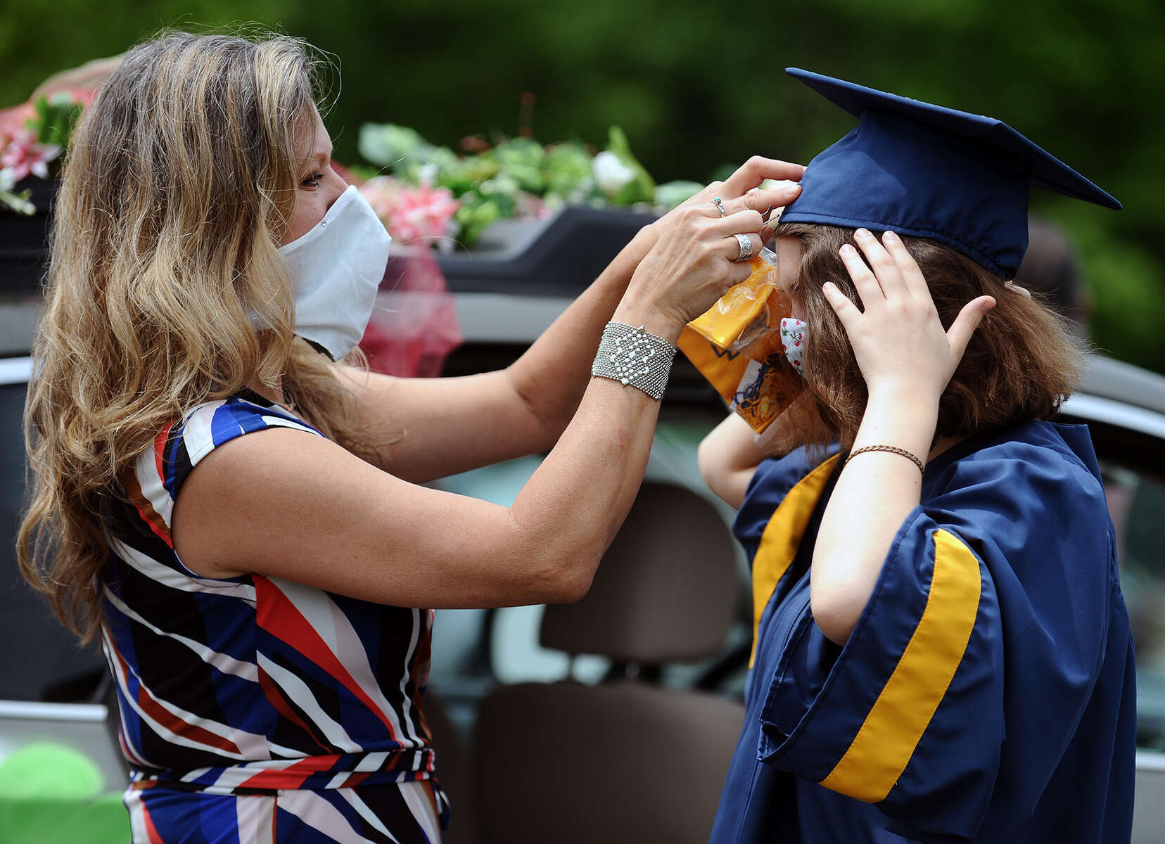 6/5/20-- LEXINGTON-- Mom Kate Sanjar, of Bolton, adjusts daughter graduate Roxanna's cap before Minuteman High School Commencement Ceremonies held Friday. [Daily News and Wicked Local Staff Photo/Art Illman]
