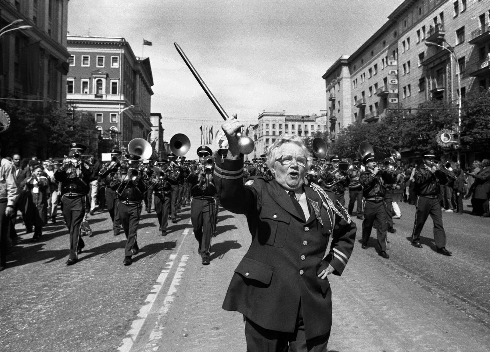 Dot Hill leads the band down Gorky Street in Moscow in 1990. [Daily News and Wicked Local Staff Photo/Art Illman]