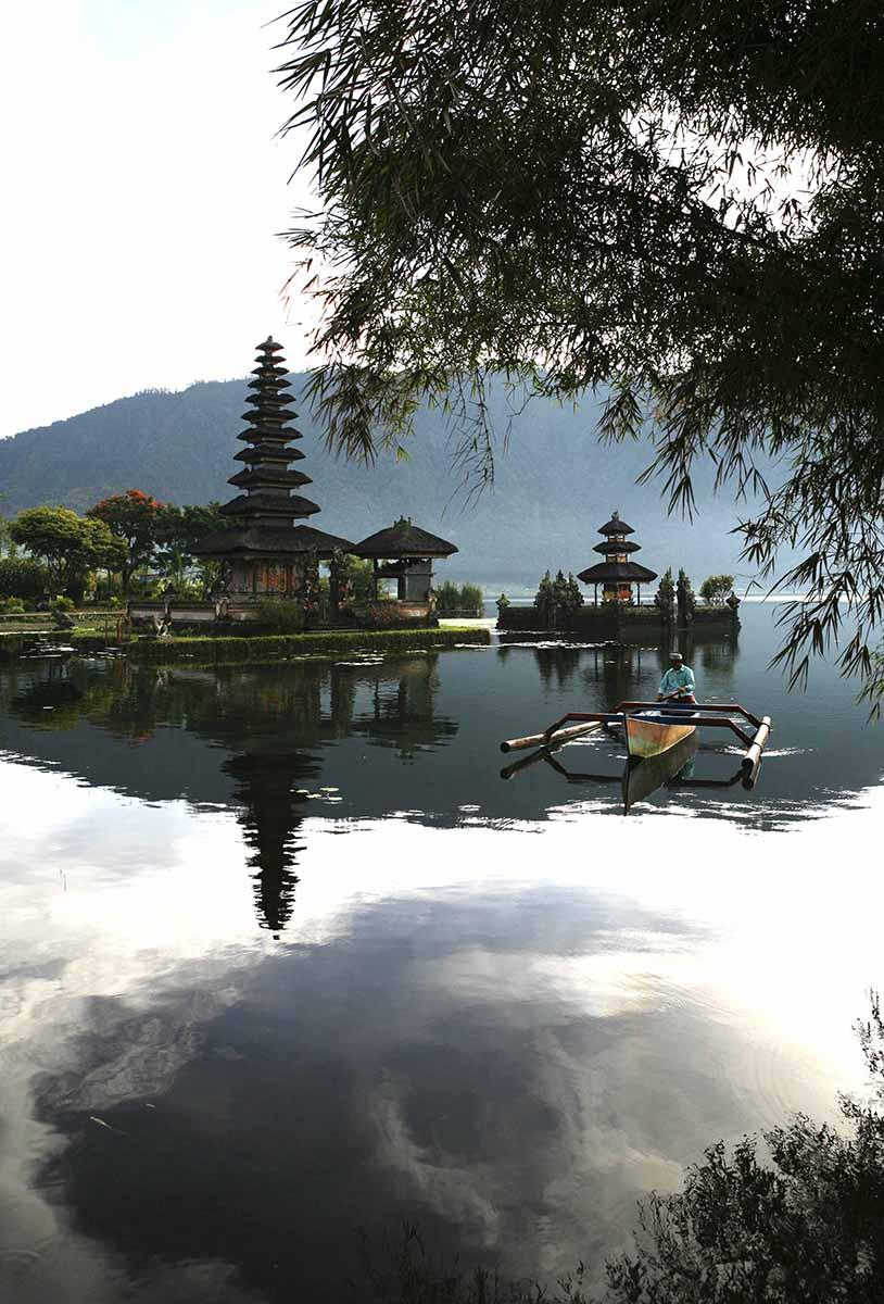 Pura Ulum Danu Pagoda - Lake Bratan, Bali