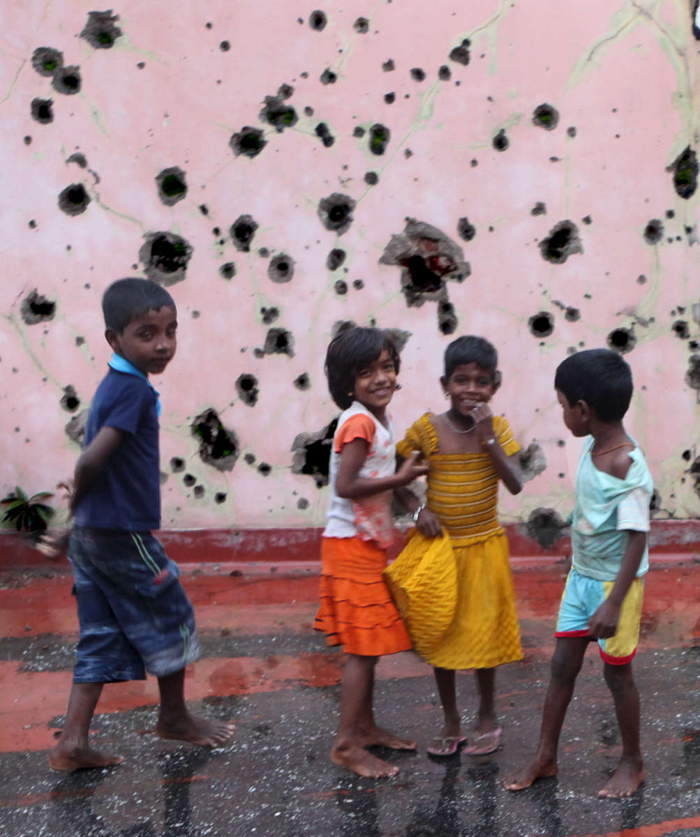 Children-in-Front-of-Scarred-Wall-No-5-20110114_1004