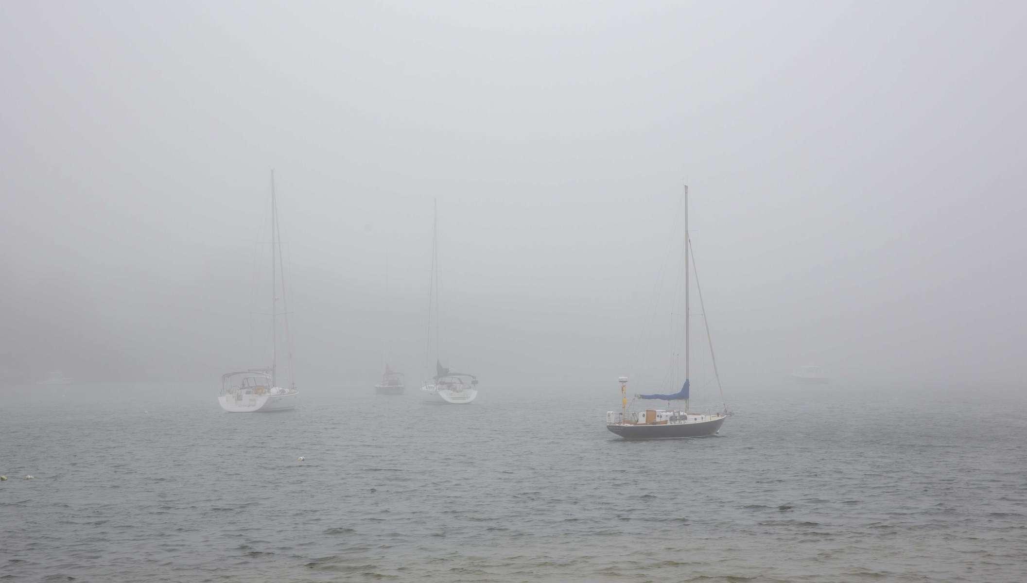 Sailboats-in-Guissett-fog-0Z0C6401