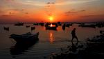 WS-Sunset-on-Harbor-w-Man-Walking-20120204_1880