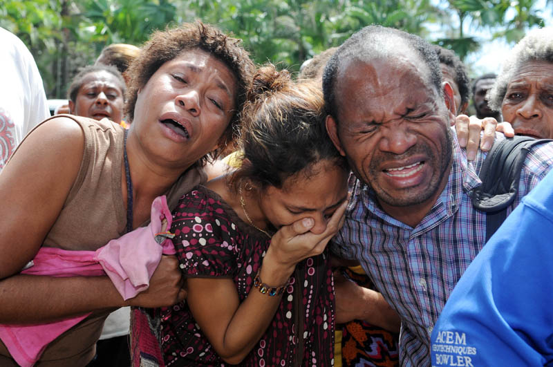 Family mourn the 13 victims of the  Airlines PNG Twin Otter that crashed at Kokoda.© Brian Cassey 2009
