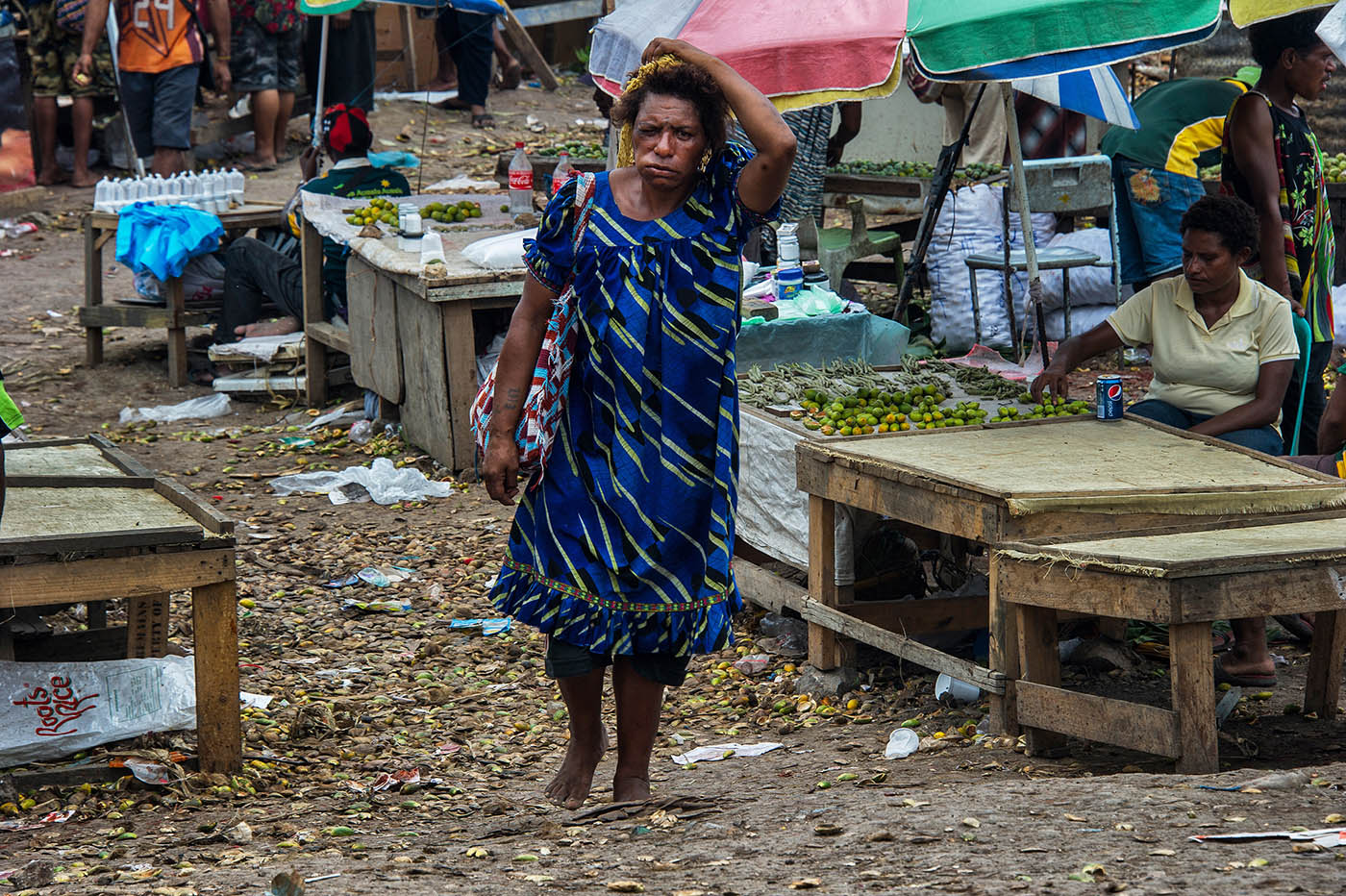 A woman chewing betel nut leaves Hohola market, Port Moresby.  © Brian Cassey