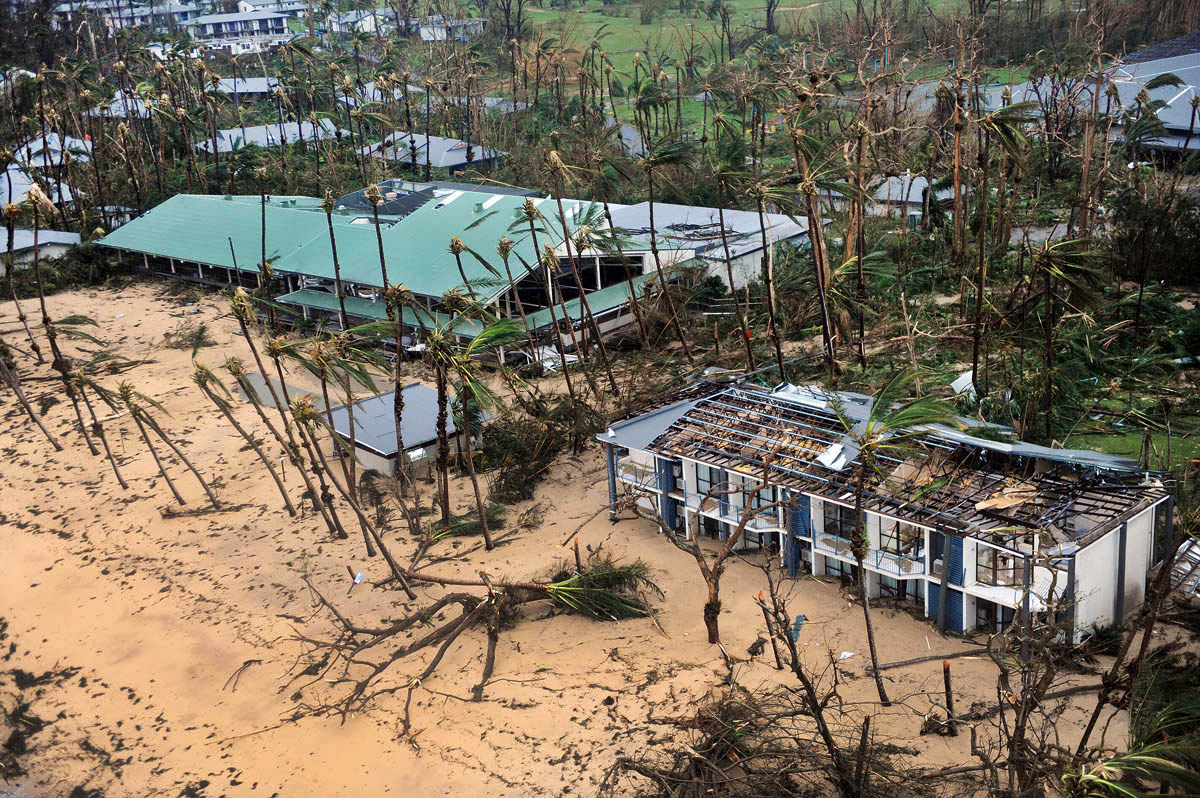 Dunk Island Destroyed By Cyclone Yasi: Cat 5: Brian Cassey: Fotostrada