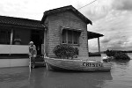Local residents stranded on their front porch await the floodwaters to recede in the township of Lawrence, New South Wales. © Sam Mooy 2011